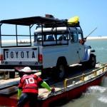 traghettamento di jeep durante il tour la rotta delle emozioni in Brasile